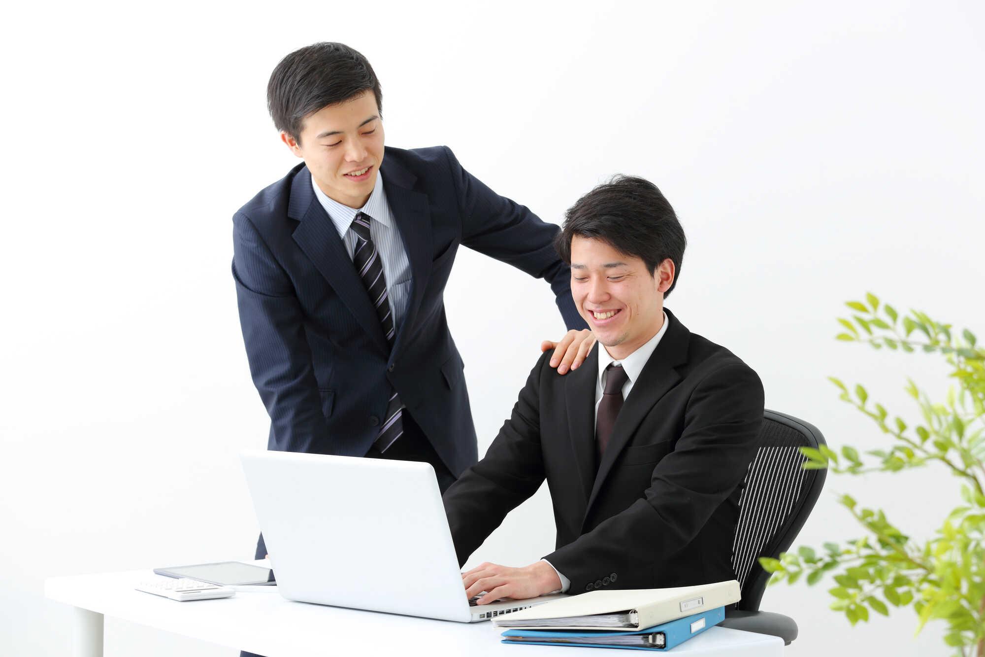 若手社員を教育する上司・先輩社員