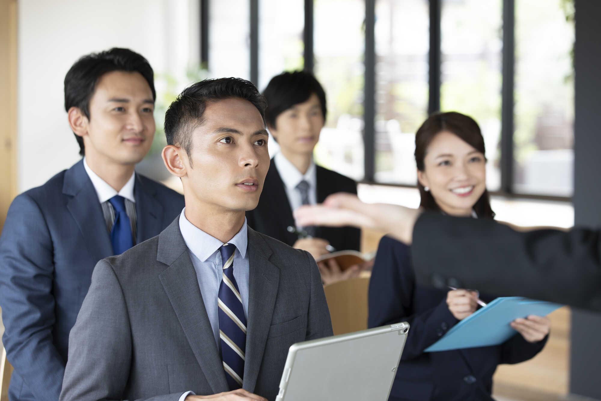 営業研修を受講する社員達