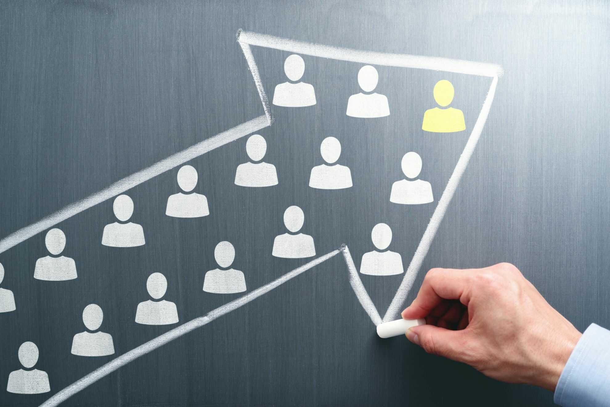 メンバーを同じベクトルに向けるリーダーシップを表したイメージ図