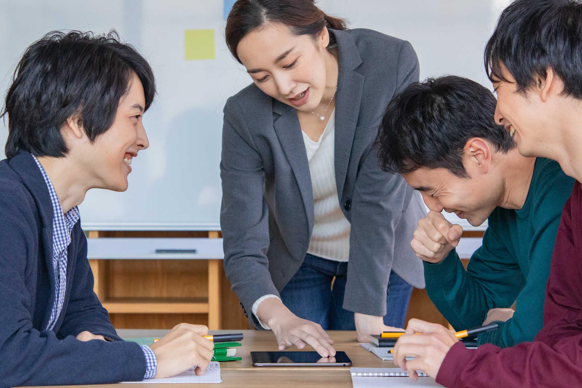 クレドが浸透した組織では、社員のエンゲージメントが高まりチーム・部門間の連携が向上する