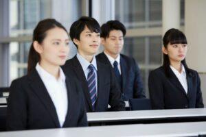 新人研修セミナーを受ける新卒社員