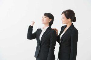 やる気に満ちた新人社員と支える女性社員